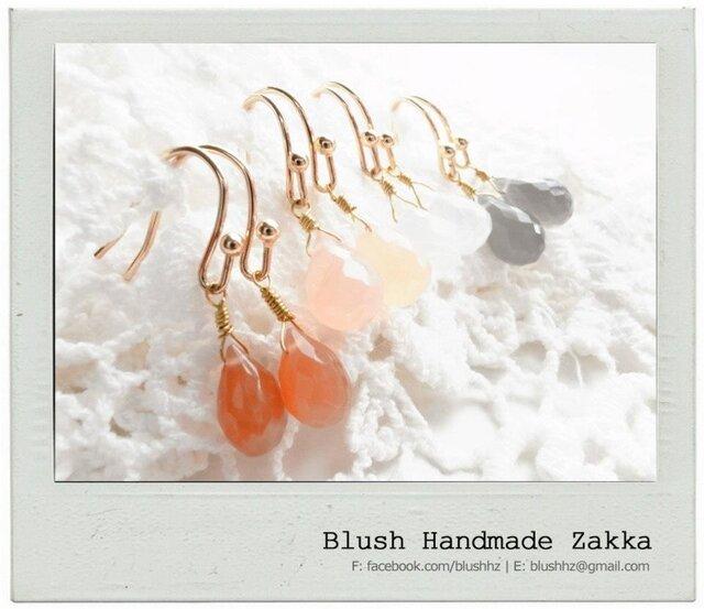 Blush Handmade Zakka:雨滴形状天然石ムーンストーン金メッキピアスの画像1枚目