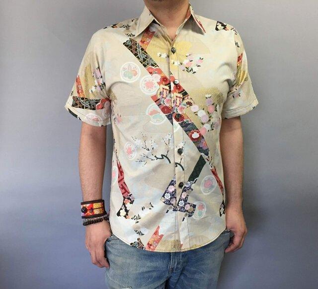 半袖和柄シャツ(短冊に花模様)の画像1枚目