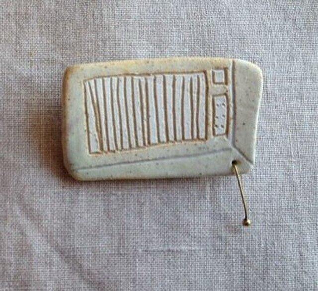 なつかしの昭和家電ブローチ 〈クーラー〉の画像1枚目