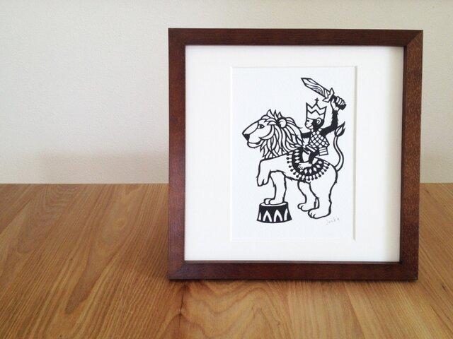 切り絵のサーカス「ライオンと」の画像1枚目
