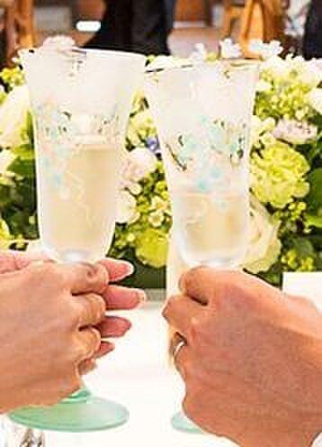【ウェディング】【結婚祝いギフト】【2人の記念】信頼のブドウ ペアシャンパングラスの画像1枚目