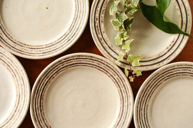 伊豆土リムストライプの六寸皿(白釉)の画像1枚目