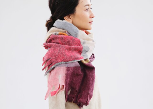 <<新聞折込>>ベージュストール【AKARI】ruinuno(ルイヌノ)秋色 フェルト ウールの画像1枚目