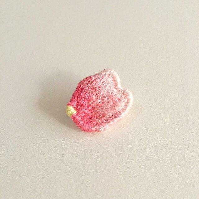 『桜の花弁』ブローチの画像1枚目