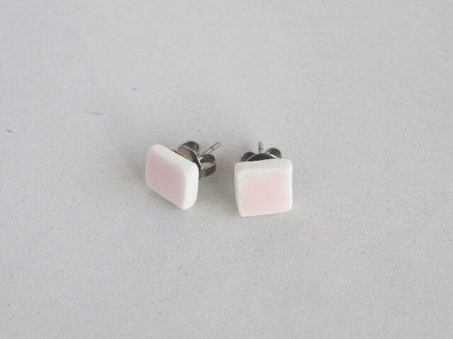 陶の四角ピアス 桜色の画像1枚目