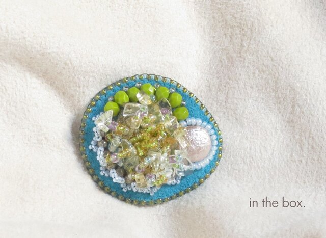 グレープフルーツのジュレ ビーズ刺繍のブローチの画像1枚目