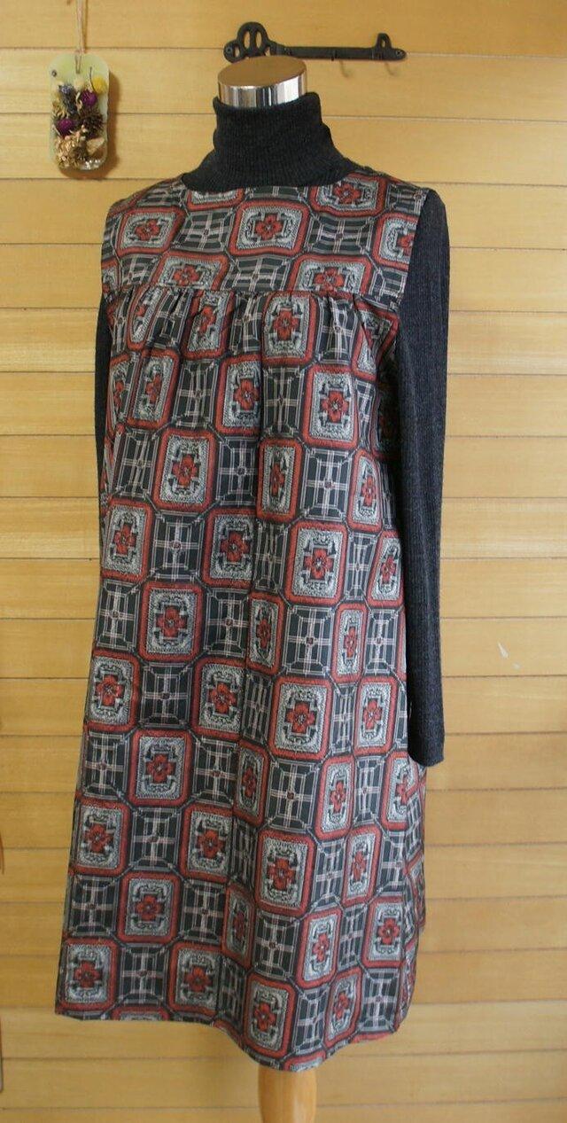 大島紬 赤と黒 角紋模様 2wayワンピース 着物リメイクの画像1枚目
