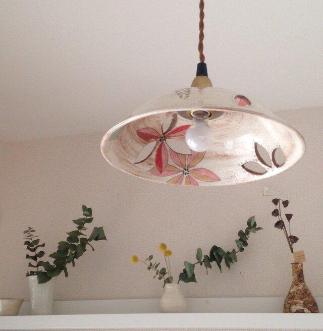 花のランプシェードの画像1枚目
