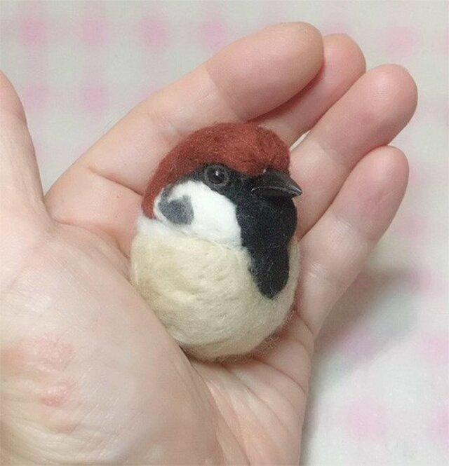 スズメ 雀☆選べる2タイプ☆(Aマグネット・Bクリップ付ブローチピン) ころころ丸顔♪ 羊毛の小鳥 【受注製作】の画像1枚目