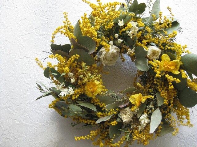 ミモザと春の花のwreathの画像1枚目