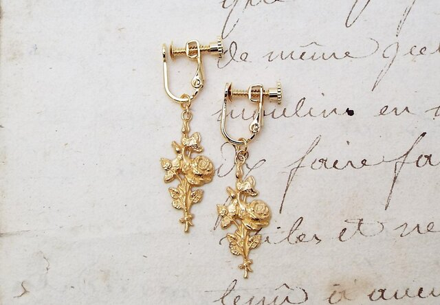 バラの花束のイヤリングの画像1枚目
