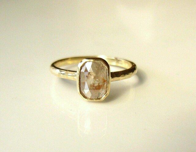 ナチュラルダイヤモンドの指輪(ベージュ)の画像1枚目