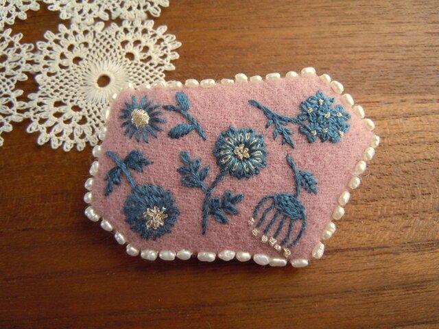 花と真珠1(エンブロイダリーブローチ)の画像1枚目