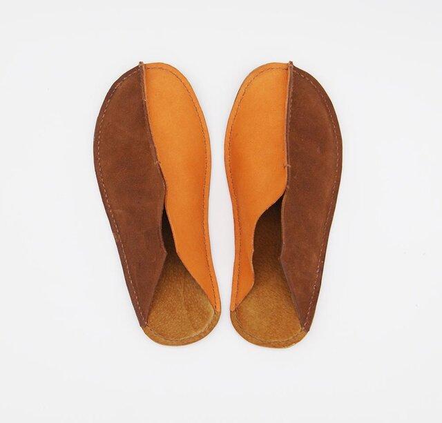 革の手縫いスリッパ 茶×オレンジ レディースの画像1枚目