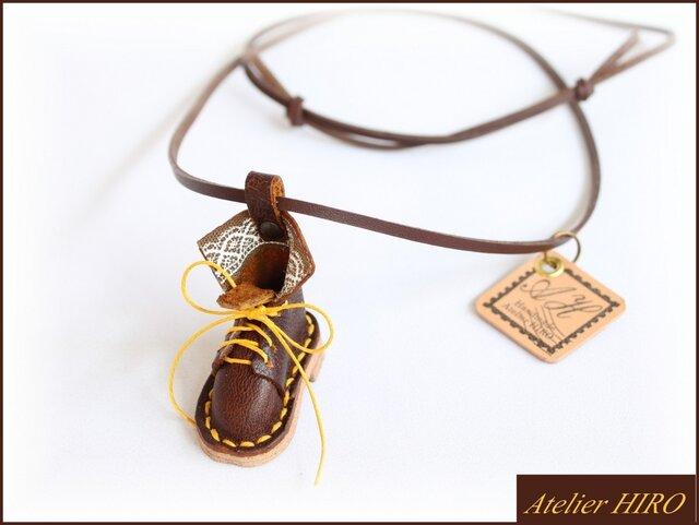 《こびとのブーツ③R》本革手縫いネックレスの画像1枚目