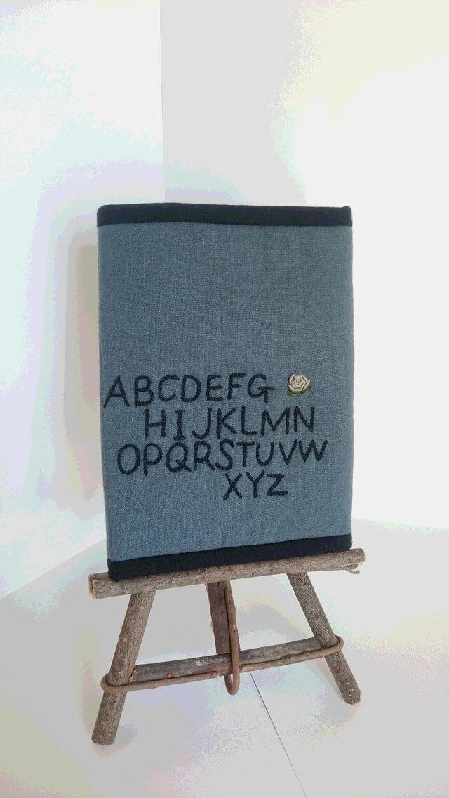 アルファベット刺繍のマルチケースの画像1枚目