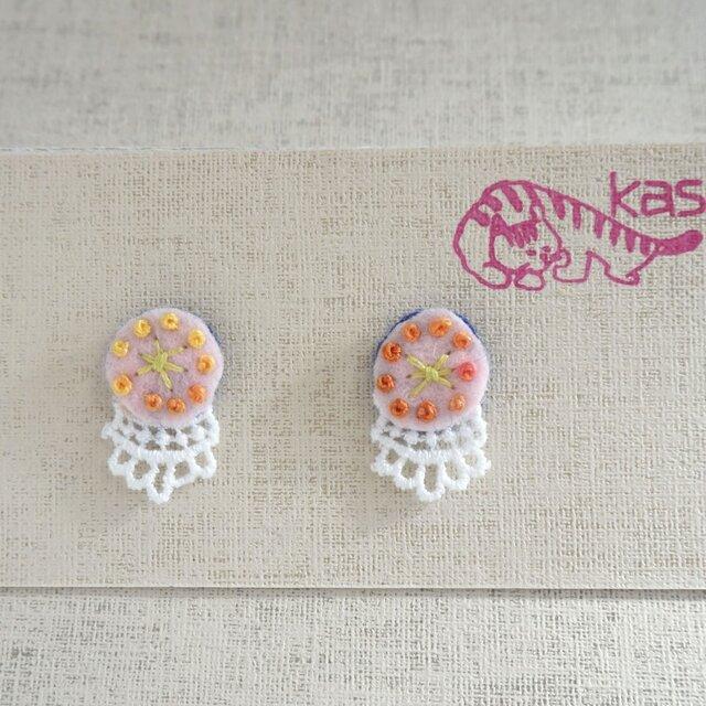 手刺繍ピアス「春色まる」の画像1枚目