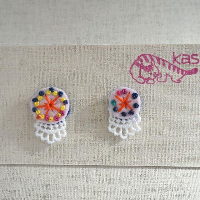 手刺繍ピアス「春色まる大小2」の画像1枚目