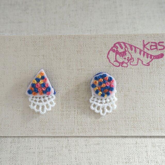 手刺繍ピアス「春色まるさんかく」の画像1枚目