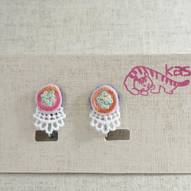 手刺繍イヤリング「春色まる」の画像1枚目