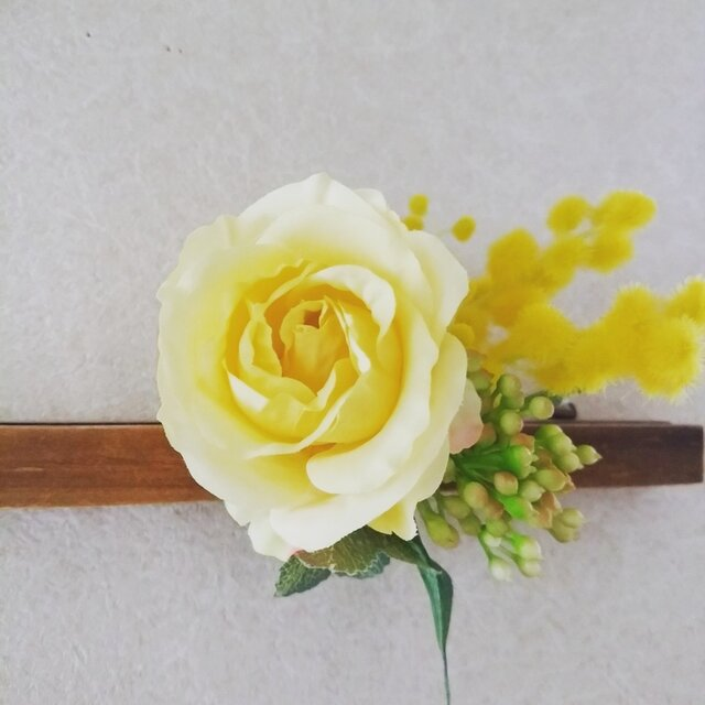 ilo kevät keltainen コサージュの画像1枚目