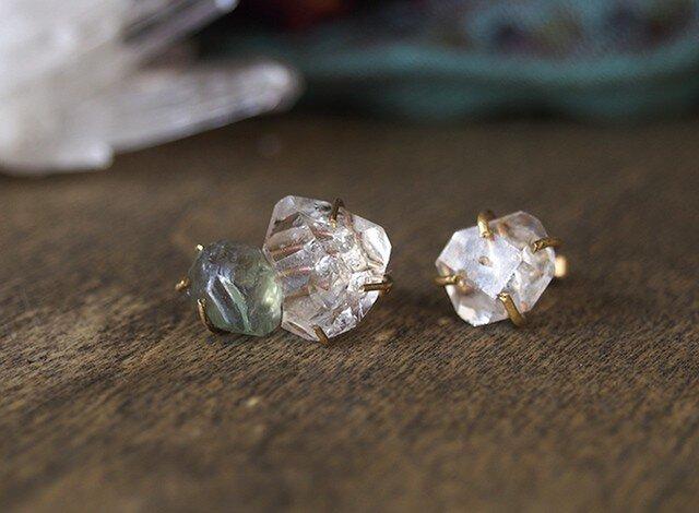原石のダイヤモンドクォーツとブルージルコンのピアスの画像1枚目