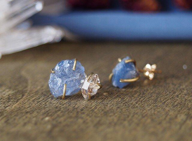 原石のサファイアとダイヤモンドクォーツのピアスの画像1枚目