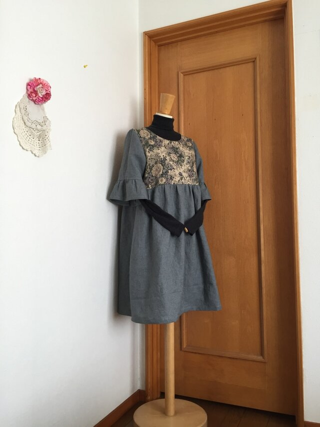 yuwa薔薇柄袖フリルギャザーワンピースの画像1枚目
