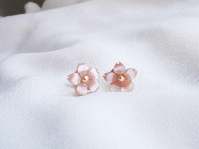 ひとひら桜のスタッドピアスの画像1枚目