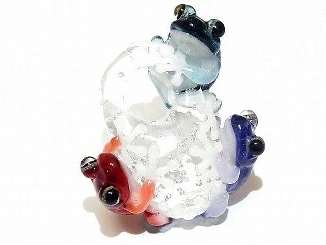 楽し ペンダント トップ 【 kengtaro / ケンタロー 】 楽しそうに集まる三匹の蛙 ボロシリケイトガラスの画像1枚目