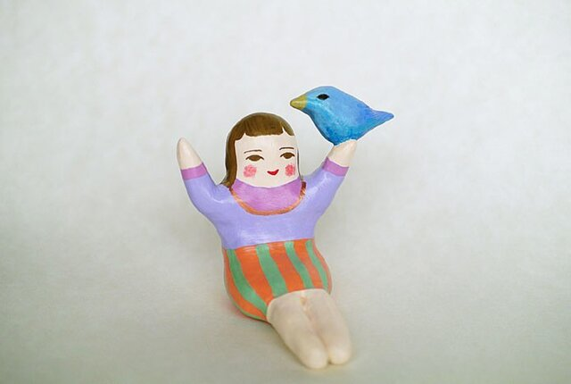 鳥と戯れるひとの画像1枚目