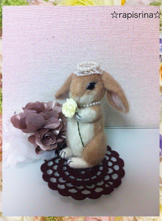 うさちゃん お花とティアラ(ベージュ)の画像1枚目