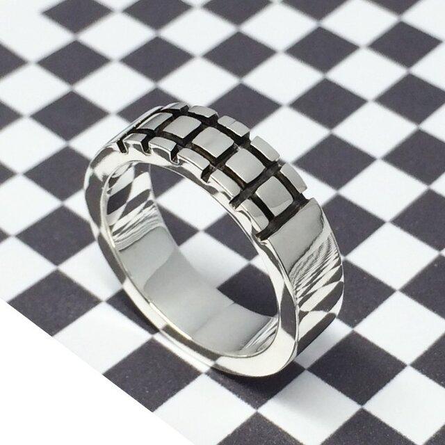 わりときっちり、手彫りラインのリングの画像1枚目