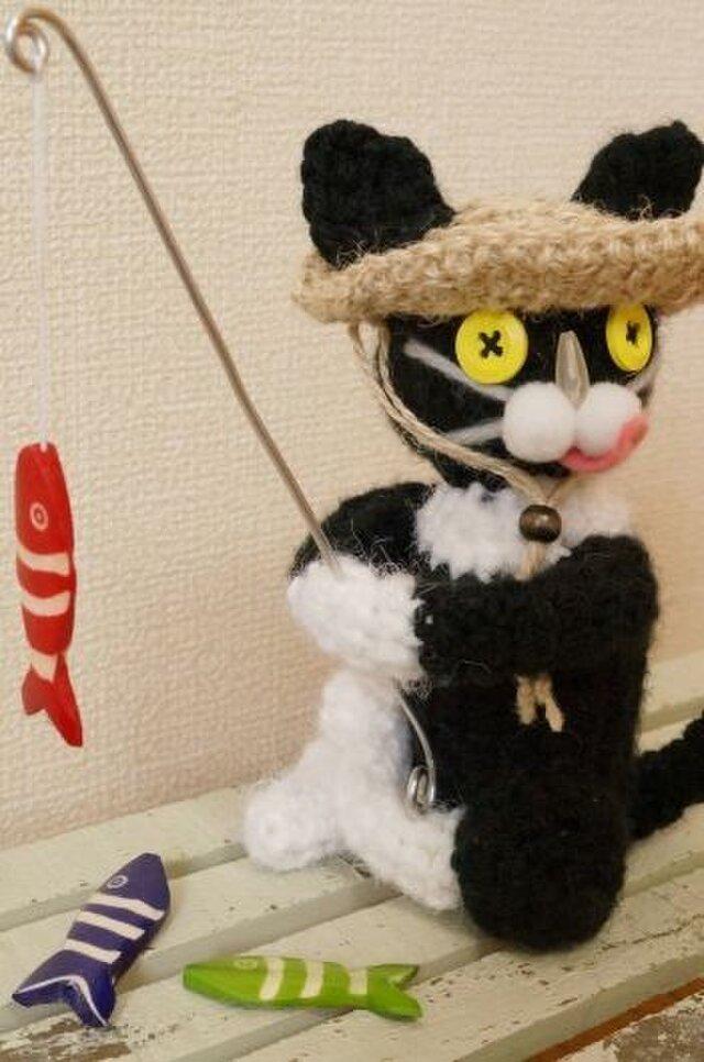 釣り猫(白黒)の画像1枚目