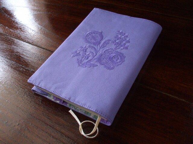 花刺繍(1色)の文庫本ブックカバー パープルの画像1枚目