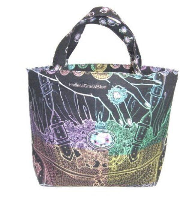 切り絵作家がデザインした籠クラッチアートのトートバッグです。の画像1枚目