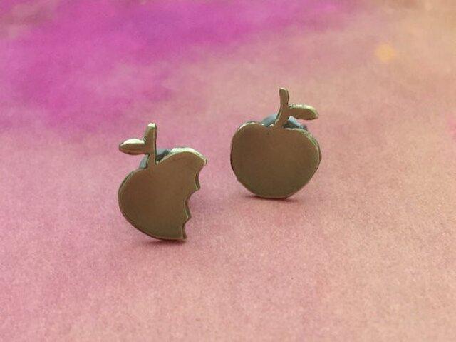 金のリンゴ 小さなスタッドピアスの画像1枚目