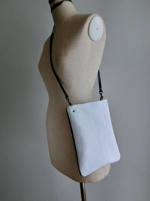 白と黒のコンビ斜め掛けバッグの画像1枚目