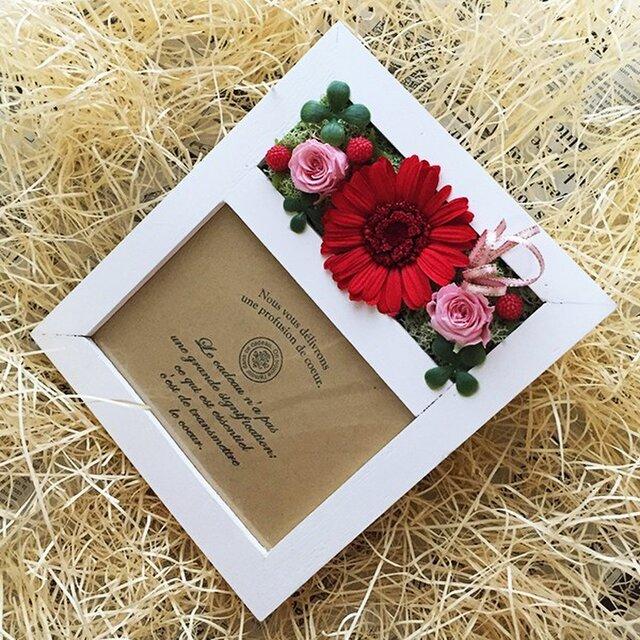 プリザ―ブドフラワーガーベラレッドの写真立て誕生日の贈り物にピッタリ!!(ホワイト)の画像1枚目