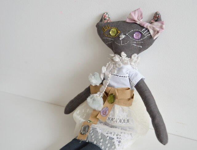 リバティリボン プペ ネコの女の子 「オシャレが大好きな ミヌ」の画像1枚目