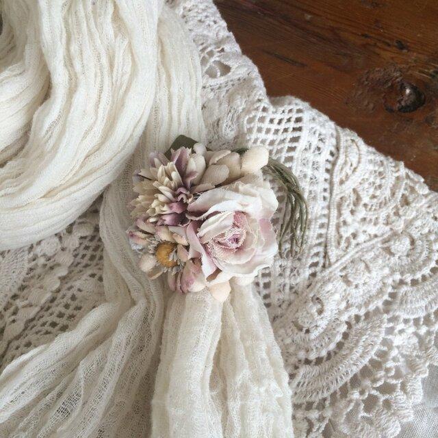 布花コサージュ ベージュピンクの小さな花束の画像1枚目