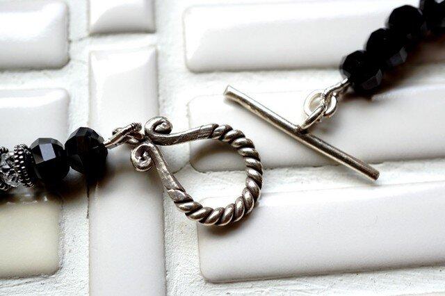 ブラックスピネルと水晶のネックレスの画像1枚目