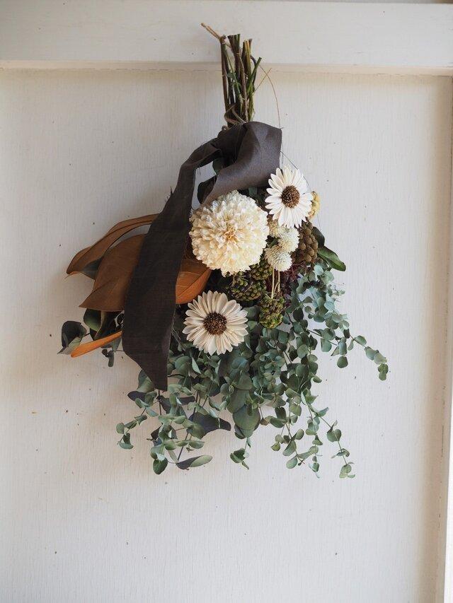 お花とユーカリのスワッグの画像1枚目