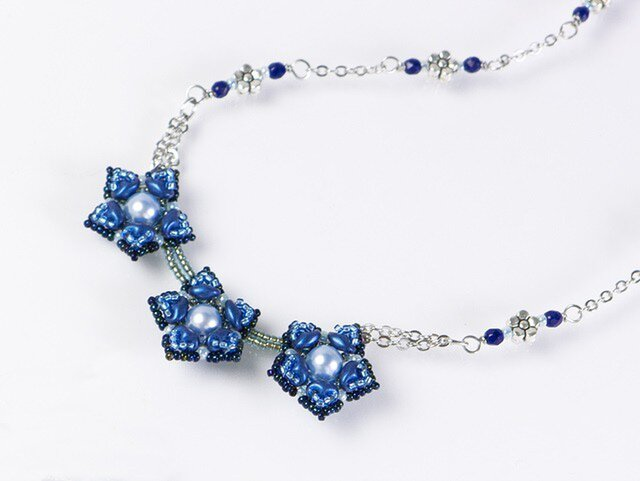 星型の花モチーフネックレス・ブルーの画像1枚目