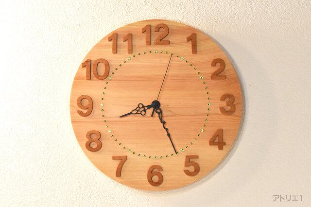 檜の香りと緑のスワロフスキーで森の自然を感じる時刻が見やすい天然檜の掛け時計の画像1枚目