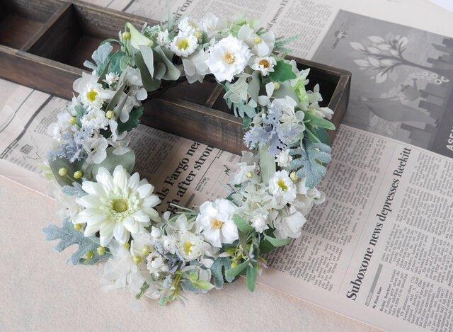 白い花々のガーデンリース の画像1枚目