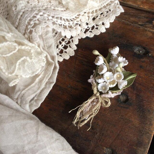 布花ブローチ 小さなすずらんの花束の画像1枚目