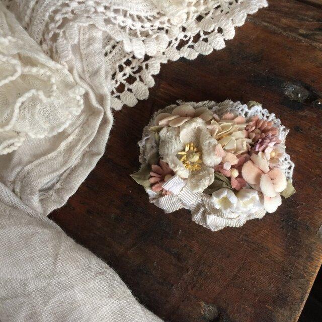 布花ブローチ ベージュピンクのお花畑の画像1枚目