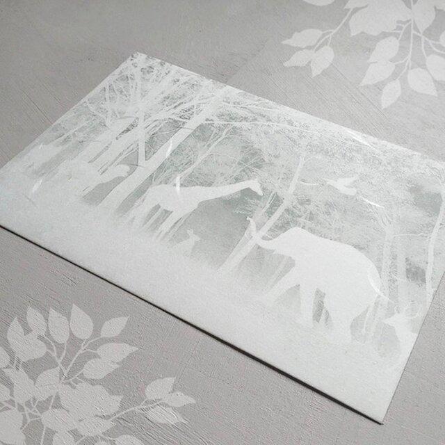 「白い森の動物達」ポストカードの画像1枚目