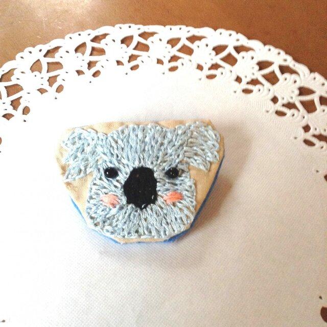 コアラちゃん刺繍ブローチの画像1枚目